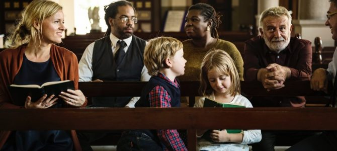 1 in 10 Non-Church Members in U.S. Attend Weekly Church Services: Survey